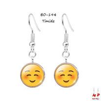 Boucles d'oreilles pendantes emoji timide
