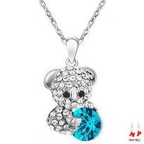 Collier à pendentif ours argenté serti de strass et cristal bleu