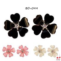 Boucles d'oreilles fleurs noires, roses ou blanches