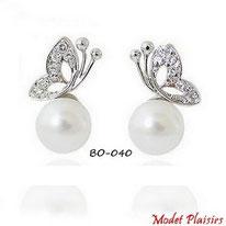 Boucles d'oreilles papaillons argentés en strass et perles nacrées