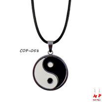 Collier à pendentif yin yang et cordon noir