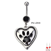 Piercing nombril pendentif coeur et son empreinte de patte noire