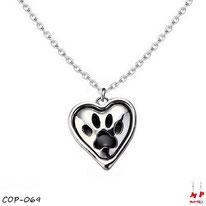 Collier à pendentif coeur argenté et son empreinte de patte de chien noire avec sa chaine argentée