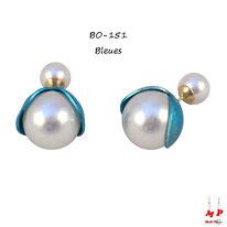 Boucles d'oreilles double perles nacrées et fleurs ouvertes bleues