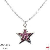 Collier à pendentif étoile argentée sertie de strass roses