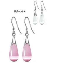 Boucles d'oreilles pendantes gouttes d'eau roses ou blanches