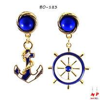 Boucles d'oreilles pendantes ancre et gouvernail dorées, bleues et blanches