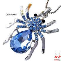 Collier à pendentif araignée argentée et verre bleu sertie de strass bleus