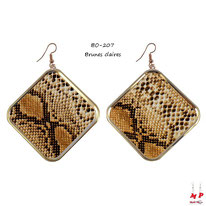 Boucles d'oreilles pendantes carrées motif peau de serpent brune claire