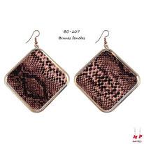 Boucles d'oreilles pendantes carrées motif peau de serpent brune foncée