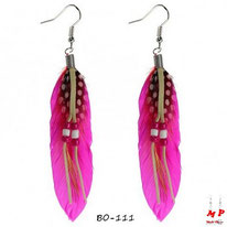 Boucles d'oreilles plumes fuchsia style cheyenne avec perles