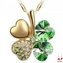 collier à pendentif trèfle à quatre feuilles doré à strass verts