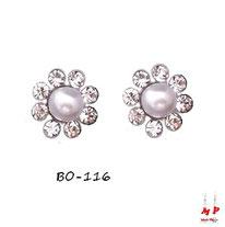 Boucles d'oreilles fleurs en perles nacrées et pétales en strass