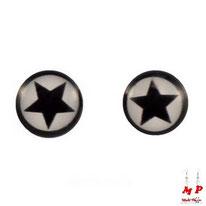 Boucles d'oreilles rondes logo étoiles noires et fond blanc