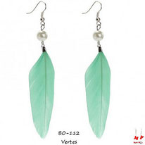 Boucles d'oreilles plumes vertes et perles nacrées