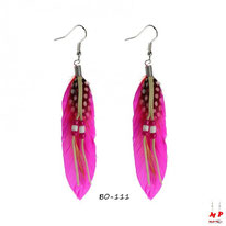 Boucles d'oreilles plumes fuchsia style cheyenne