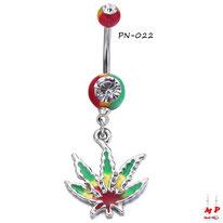 Piercing nombril rasta et son pendentif feuille de cannabis rasta