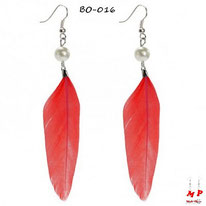 Boucles d'oreilles plumes rouges et perles nacrées