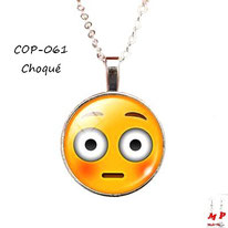 Collier à pendentif emoji émoticône smiley choqué