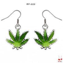 Boucles d'oreilles pendantes feuilles de cannabis vertes