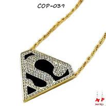 Collier à pendentif Superman doré et noir à strass blancs