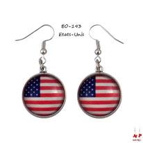 Boucles d'oreilles pendantes drapeau des Etats-Unis en métal argenté et verre