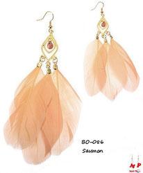 Boucles d'oreilles pendantes plumes saumon et crochets dorés