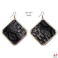 Boucles d'oreilles pendantes carrées motif peau de serpent noire