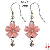 Boucles d'oreilles pendantes fleurs roses et strass pendant