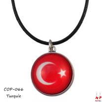 Collier à pendentif drapeau de la Turquie sous son cabochon en verre
