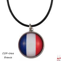 Collier à pendentif rond modèle drapeau de la France sous dôme en verre et son cordon noir