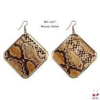 Boucles d'oreilles pendantes carrées dorées motif peau de serpent brune claire