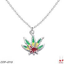Collier à pendentif feuille de cannabis rasta et sa chaine à maillons argentés