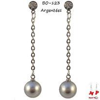 Boucles d'oreilles perles grises nacrées pendantes et chaines argentées