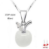 Collier à pendentif pomme blanche opale