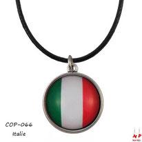 Collier à pendentif drapeau de l'Italie sous son cabochon en verre