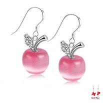 Boucles d'oreilles pendantes à pommes roses nacrées