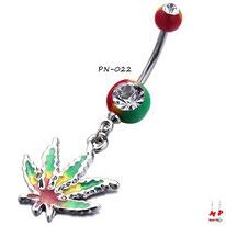 Piercing nombril rasta et sa feuille de cannabis pendante