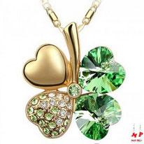 Collier à pendentif trèfle à quatre feuilles doré et strass verts