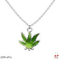 Collier à pendentif feuille de cannabis verte et sa chaine argentée