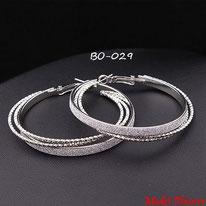 Boucle d'oreilles anneaux argentés et paillettes