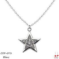 Collier à pendentif étoile argentée sertie de strass blancs et sa chaine argentée
