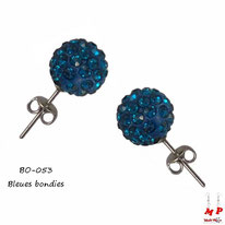 Boucles d'oreilles perles rondes shamballa bleues bondies