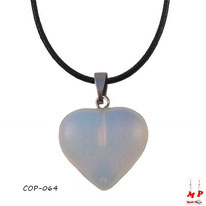 Pendentif coeur en pierre opale blanche
