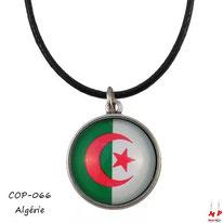 Collier à pendentif rond à drapeau de l'Algérie en verre