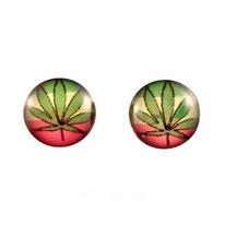 Boucles d'oreilles logos feuilles de cannabis vertes sur fond rasta