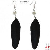 Boucles d'oreilles plumes noires et perles nacrées