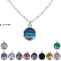 Collier à pendentif rond à écailles colorées et reflets de couleurs