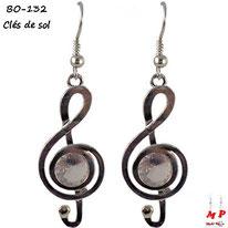 Boucles d'oreilles pendantes argentées clé de sol