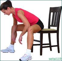 椅子で内股のストレッチ